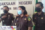 Petisi Selamatkan Pesisir Selatan di Terima Kejari Pessel, Korlap : Bupati Terpilih Tumpuan Masyarakat