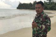 Satgas TMMD di Sela Kesibukan Manfaatkan Waktu Nikmati Keindahan Pantai Mapaddegat