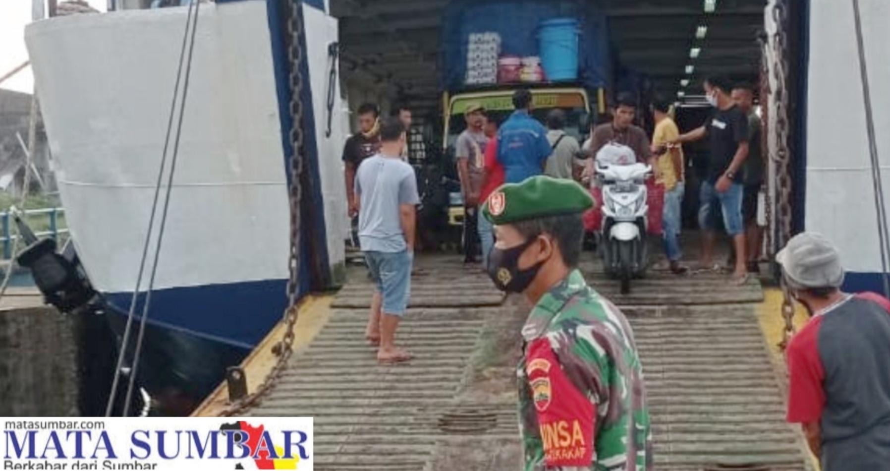 Kedatangan Kapal, Tim Satgas Bersama Babinsa Lakukan Pengawasan Disiplin Prokes