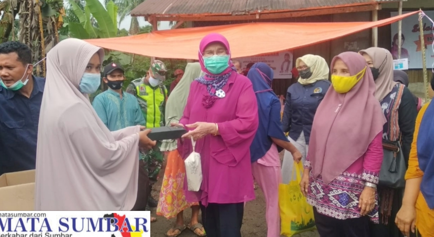 Bazar Murah di Pasbar, Harga Sembako Sebagian di Subsidi Anggota DPD RI