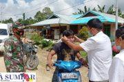 Pengawasan Orang Keluar Masuk Wilayah Bulasat, Petugas Posko PPKM di Dampingi Babinsa Sikakap