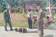 Kanit Binmas Polsek Sipora Bersama Petugas Posko PPKM Desa Sioban Lakukan Penertiban Prokes
