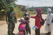 Babinsa Sipora Monitoring Kegiatan Posko PPKM Desa Bukit Pamewa