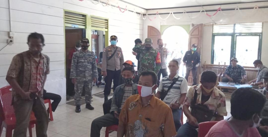 Antisipasi Kerusuhan, Polsek Sikakap Bersama TNI Kawal Ketat Penghitungan Suara dan Penetapan Calon Terpilih Kades Taikako