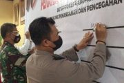 Komitmen Bersama, Kapolres Mentawai Tanda Tangani Pakta Integritas Duta Prokes Covid-19