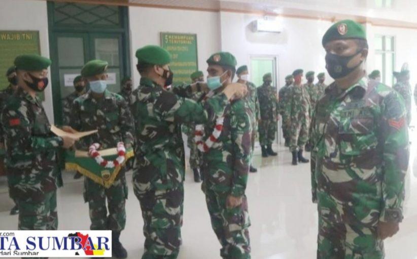 Dandim 0311/Pessel Pimpin Tradisi Penyambutan Tiga Personel Pulang Dari Daerah Penugasan