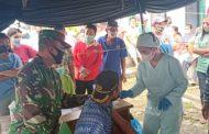 Babinsa Serda Yuni Krisna Kembali Dampingi Serbuan Vaksinasi Massal di Puskesmas Sikakap